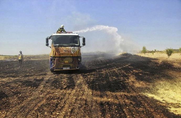 Suriye'de binlerce dönümlük ekili alan yakıldı