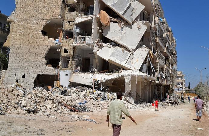 Esed rejimi muhaliflere ait konut ve mülkleri yıkıyor