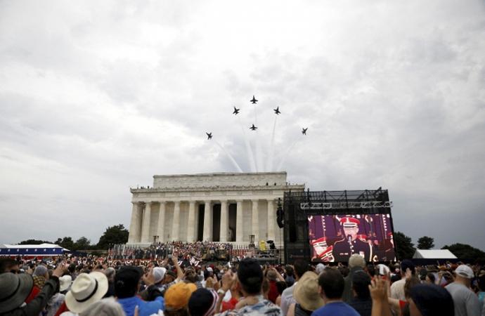 Tank ve uçaklarla 4 Temmuz kutlaması