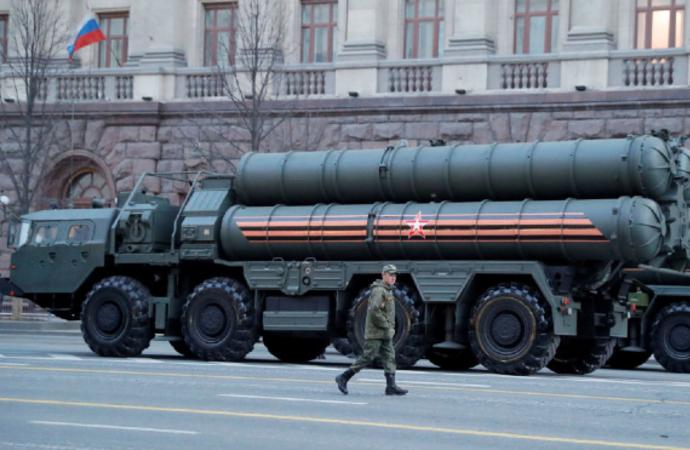 Rus basını: S-400'ler Pazar gecesi uçaklara yüklendi