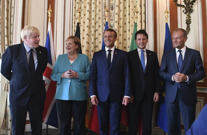 Küresel kapitalizmin liderleri Fransa'da bir araya geldi