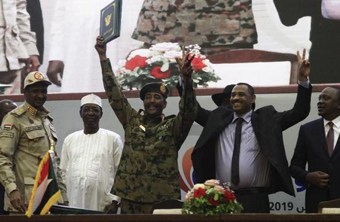 Sudan'da krizi resmi olarak bitiren imzalar atıldı