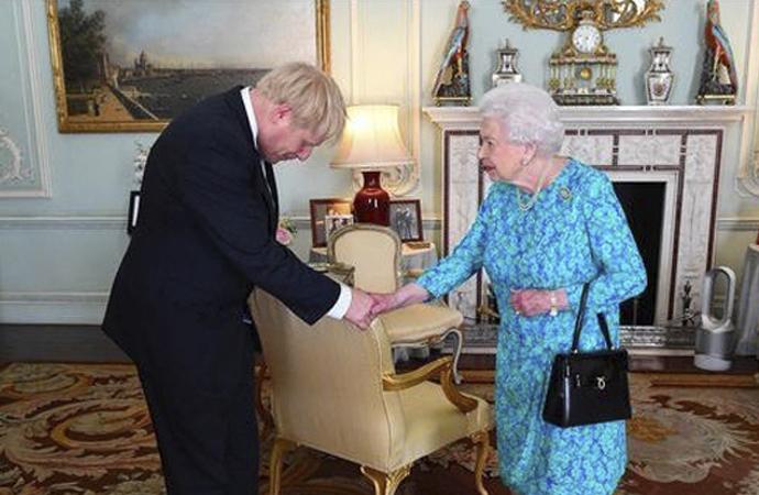 İngiliz Parlamentosu askıya alındı, İngiltere karıştı