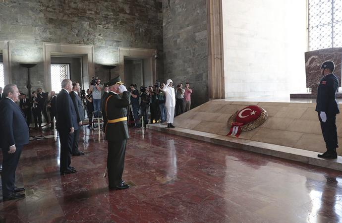 Erdoğan ve beraberindeki heyet Anıtkabir'de