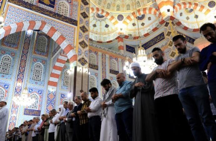 """""""İslam, öncelikle 'teslim olmak' şeklinde tarif edilir"""""""