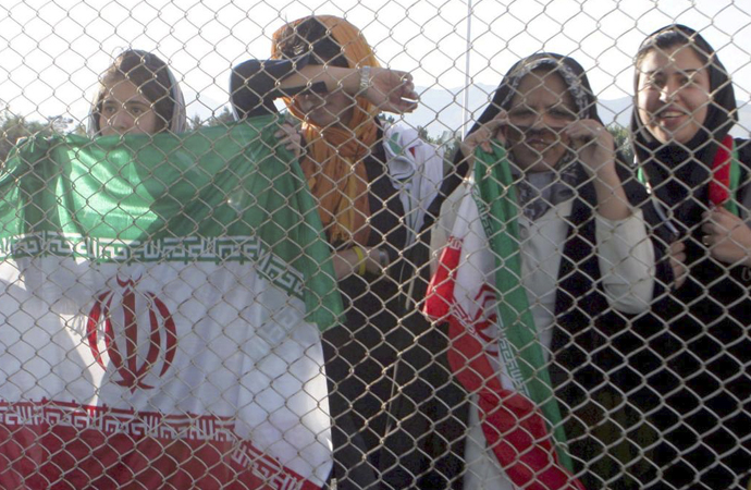 İran'da 'Mavi kız' tartışması