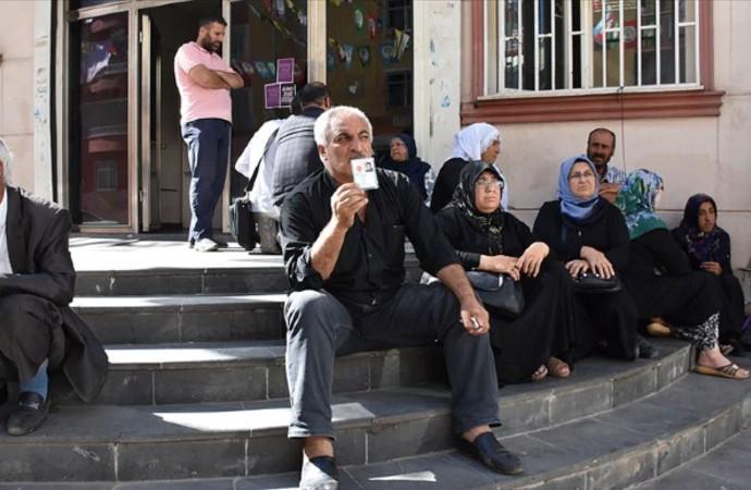 HDP önündeki bekleyiş devam ediyor