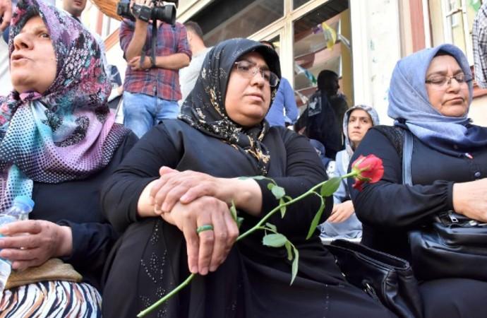 Eylem yapan aileler: Özgür irademizle buradayız