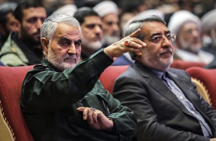 İran'da başrol Devrim Muhafızları'nda