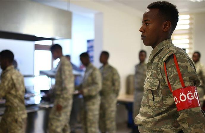 Türkiye'den Somali ordusuna 60 bin askeri kıyafet bağışı