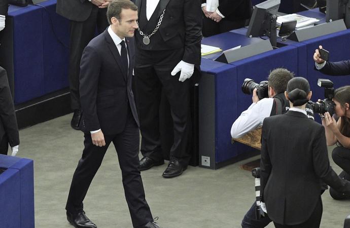 Çavuşoğlu'ndan Macron'a ağır sözler