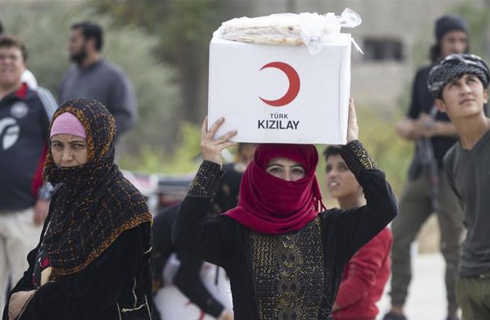 Kızılay, Tel Abyad'da yardım dağıtmaya başladı