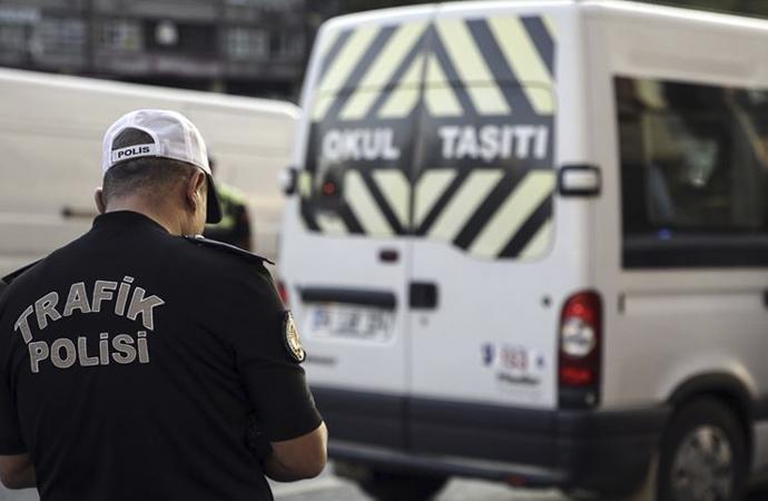 İstanbul'da servis araçları denetlendi, yarıdan çoğuna ceza kesildi
