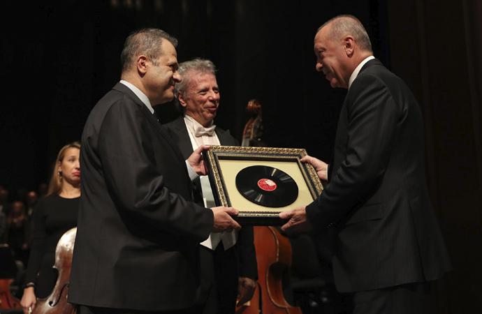 Cumhurbaşkanı, Senfoni orkestrası sezon açılışına katıldı
