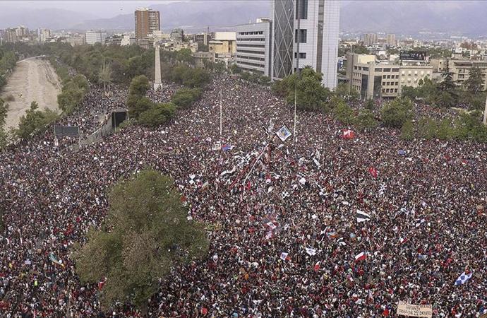Latin Amerika'da da sokaklar karışık
