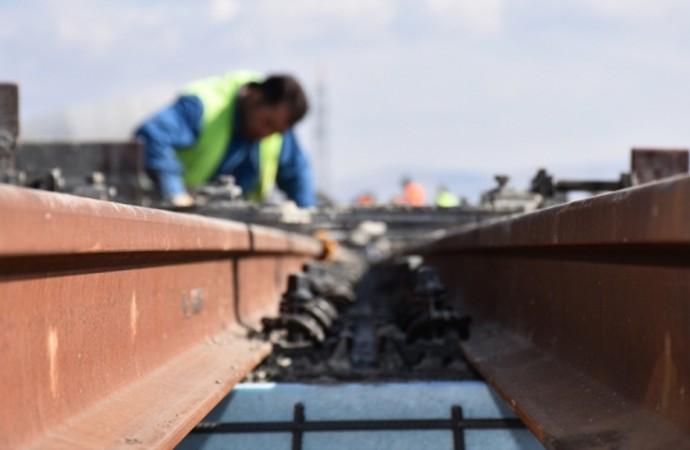 Demir yolu hattının tamamlanması için yoğun çalışma