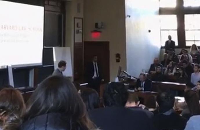 Harvard konferansa çağırdı, öğrenciler salonu boşalttı