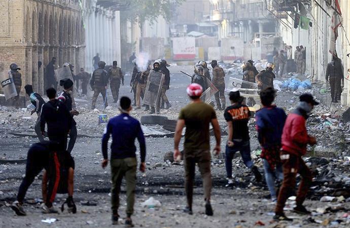 Irak'ın Necef kentinde İran Başkonsolosluğunu ateşe verdiler