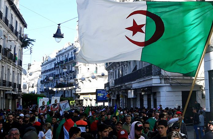 Cezayir'de cumhurbaşkanlığı seçimleri ve toplumsal dinamikler