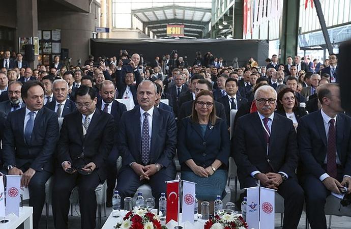 Türkiye'de törenle karşılanan Çin yük treni Avrupa'da