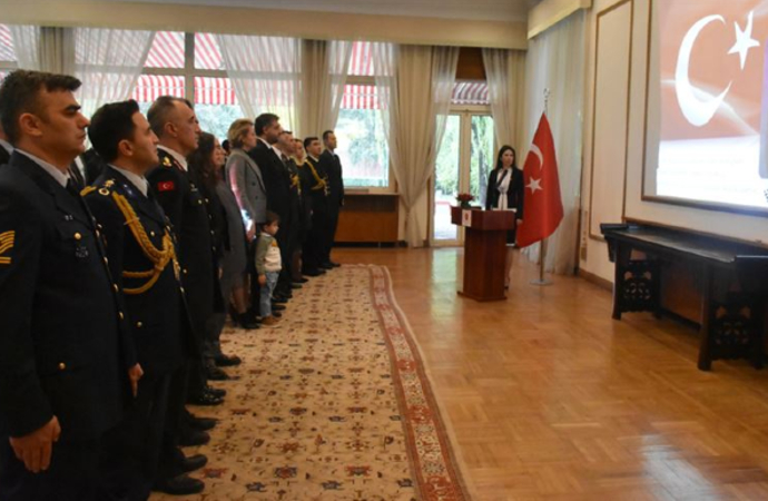 Atatürk büyükelçiliklerde de anıldı