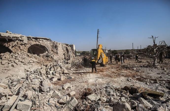 Ruslar İdlib'i, ABD ve Koalisyon Deyrizor'u bombaladı