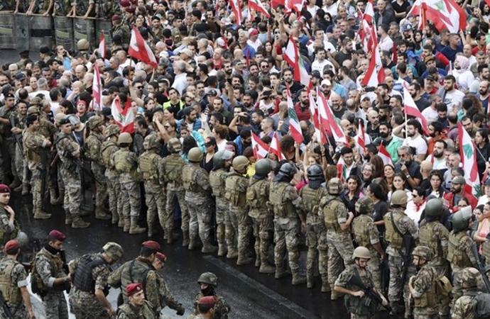 Siyasi ve ekonomik kriz Lübnan'ı zorluyor