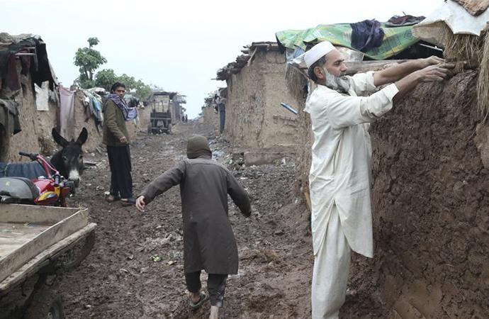 Her yağmurda evlerini yeniden yapıyorlar