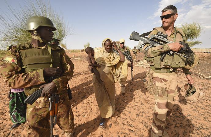 """""""Fransa, kendisi için ölecek gençleri bile Afrika'dan seçiyor"""""""