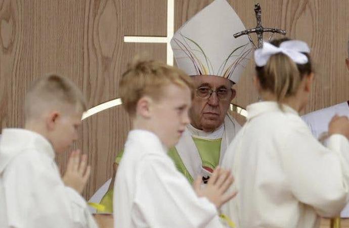 """Papa bazı dosyaları """"papalık sırrı"""" olmaktan çıkardı"""