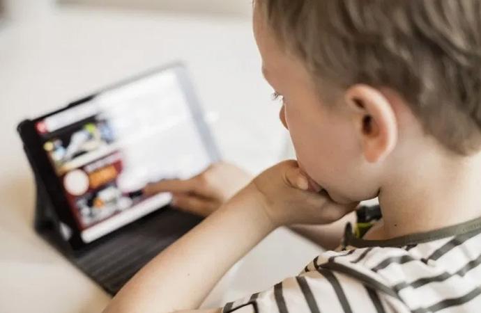 İnternete dersten daha çok vakit harcanıyor