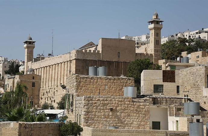 Yahudi yerleşimciler camiye girdi ayin yaptı