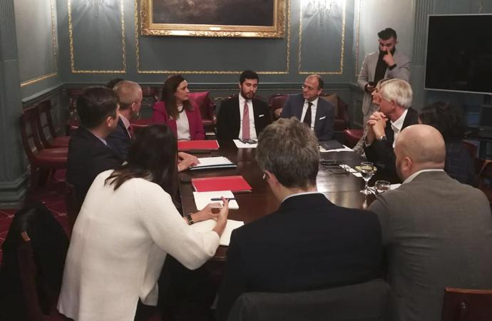 İngiltere-Türkiye ilişkileri Londra'da masaya yatırıldı