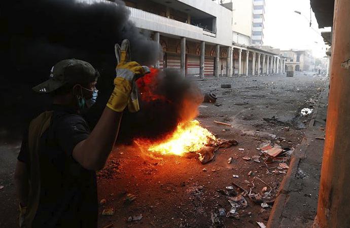 Protestoculardan Bedir Tugayları Merkezi'ne saldırı