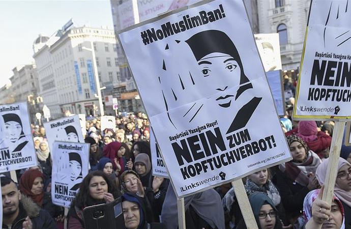 Avusturya'da Anayasa Mahkemesi'nden talep