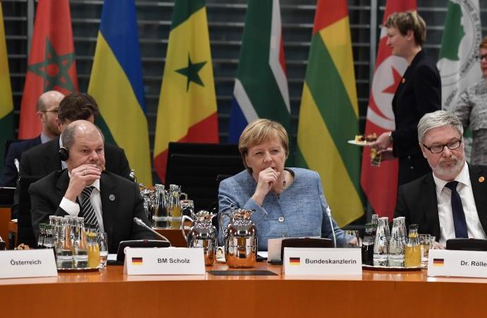 Almanya fazla parayı nasıl harcayacağını tartışıyor