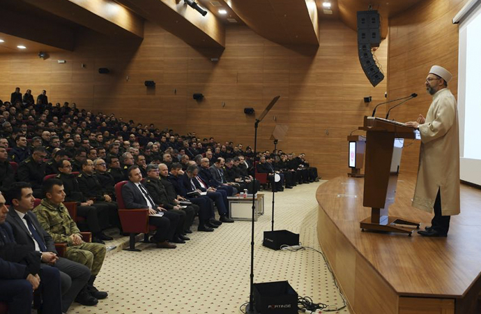 Başkan Erbaş'tan 'Din istismarı' konulu konferans