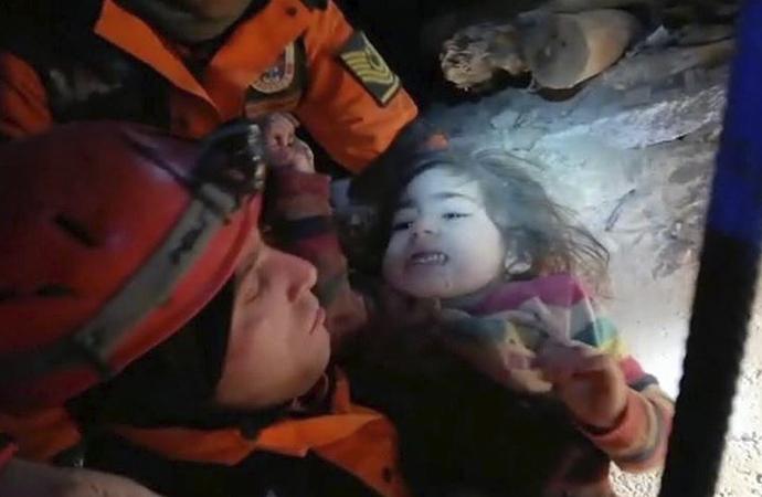 2,5 yaşındaki Yüsra 24 saat sonra kurtarıldı