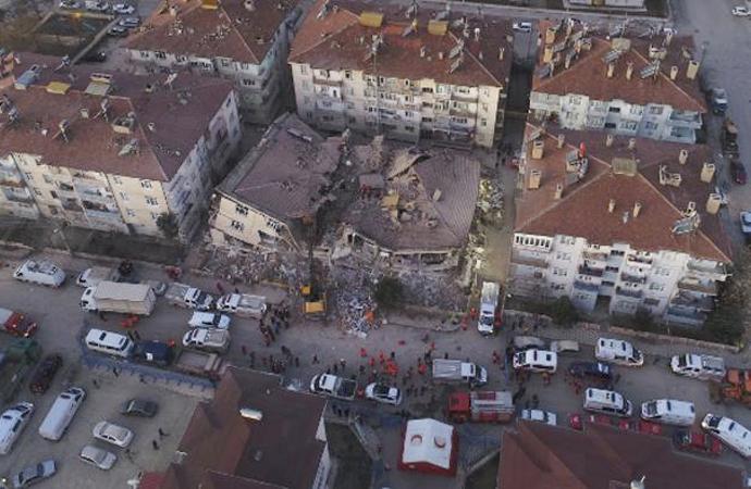 """Ercan Gürses'ten """"Değişik bir Deprem yazısı"""""""