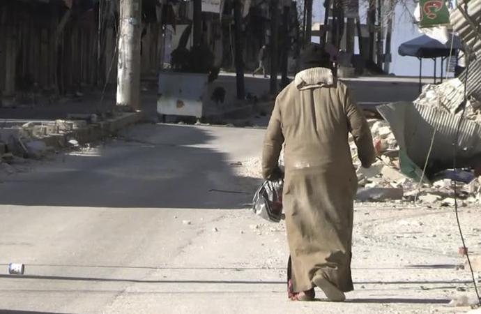 Rejim güçleri İdlib'de kimsesiz yaşlı adamı sokak ortasında katletti