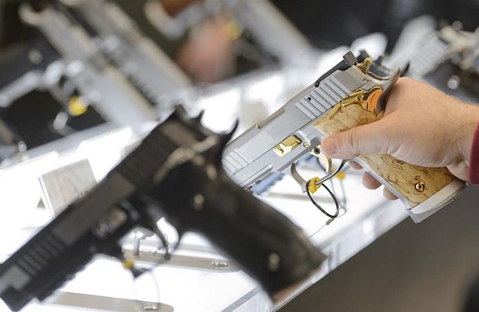 İngiliz üniversiteleri paralarını silah şirketlerine yatırmış