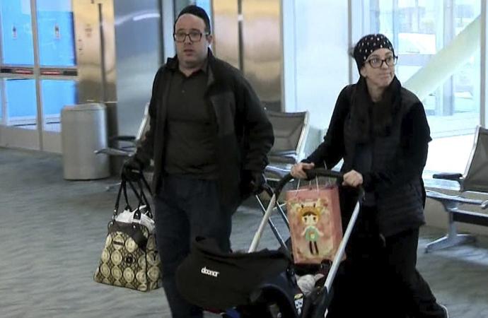 'Kötü koktukları için' uçaktan indirilen Yahudi aile, American Airlines'a dava açtı
