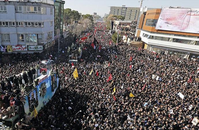 Süleymani'nin cenaze töreninde izdiham