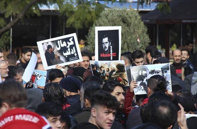 Hatay'da yaşayan Suriyeliler İdlib'deki saldırıları protesto etti