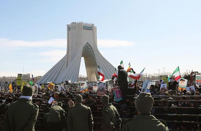 İran Devrimi 41. yılına yaptırımların gölgesinde girdi