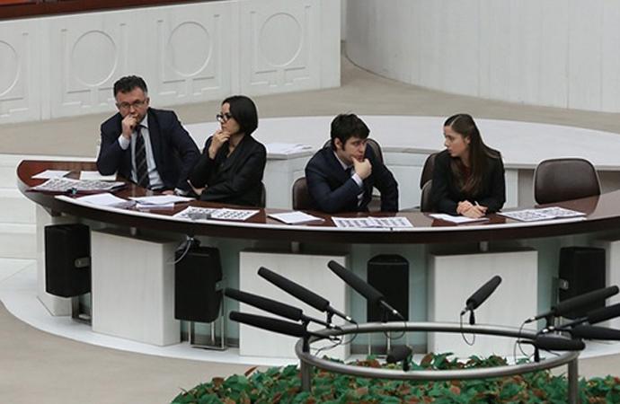 Meclisin 'sır katipleri' stenograf yardımcıları yemin etti