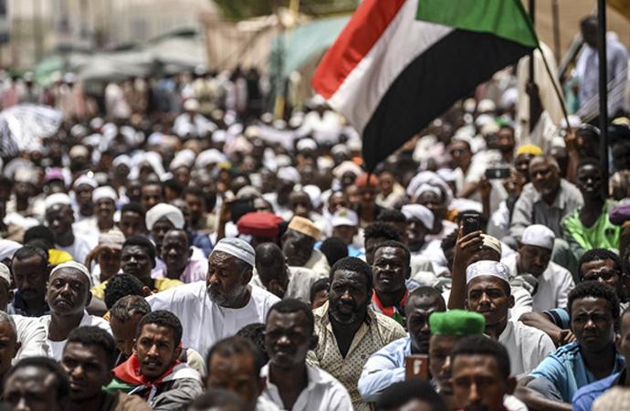 'Siyonistle görüşme' Sudan hükümetinde istifa getirdi