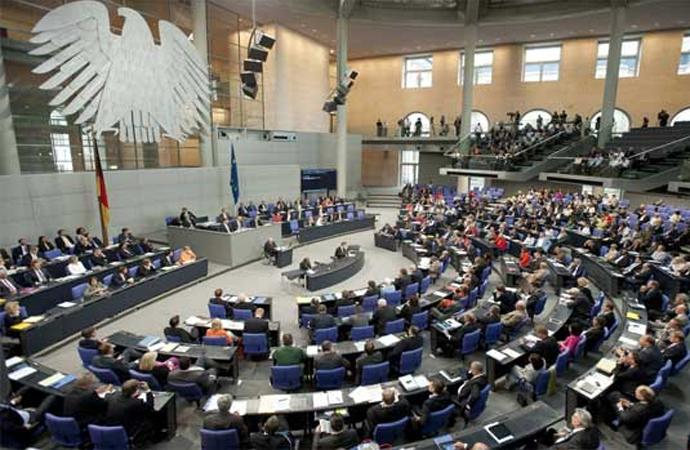 Alman meclisinde İslam tartışması