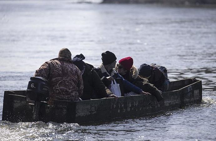 Meriç Nehri üzerinden Yunanistan'a geçtiler