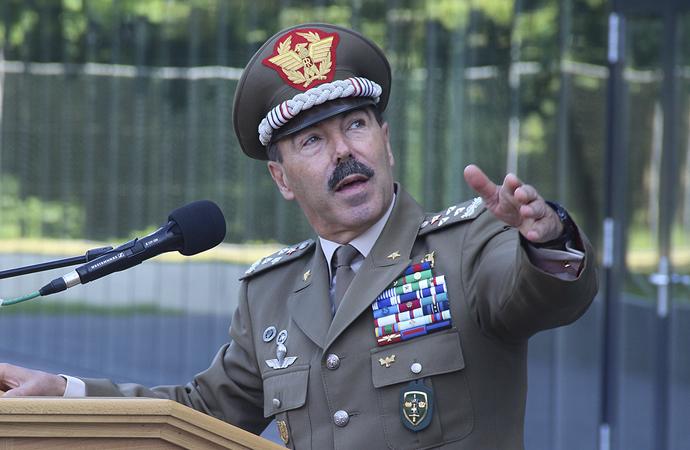 İtalya Kara Kuvvetleri Komutanı virüse yakalandı